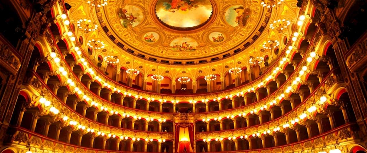 <a href='dettagli.aspx?c=1&sc=3&id=7&tbl=eventi'><div class='slide_title'><h3>Apre la stagione teatrale</h3></div><div class='slide_text'><span>La grande tradizione teatrale di tutti i tempi, i nomi che hanno fatto e che fanno grande la storia del teatro italiano, mostri sacri della scena teatrale contemporanea, attori televisivi alla prova d ...</span></div></a>