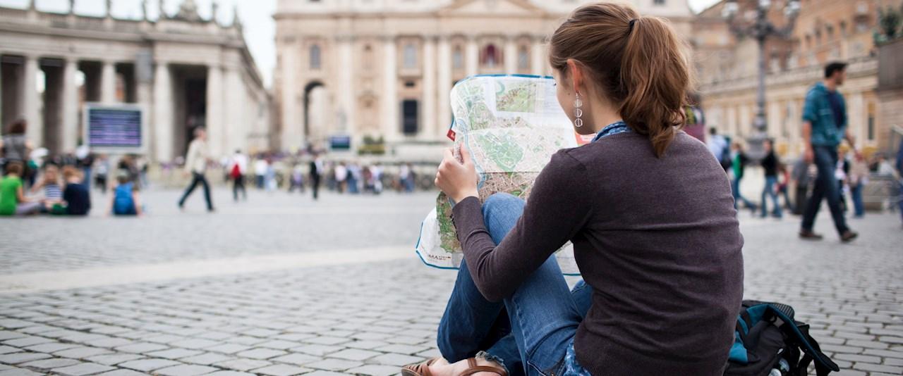<a href='dettagli.aspx?c=1&sc=2&id=5&tbl=news'><div class='slide_title'><h3>Carta del turista</h3></div><div class='slide_text'><span>Tutte le possibilit&#224; di visita e di attivit&#224; a cui potrai accedere con la carta del turista durante il tuo soggiorno. Promozioni, sconti, ingressi ridotti e tanti altri vantaggi.</span></div></a>